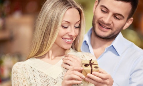 5 Wonderful Gifts For Your Wife On First Night